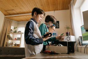 Los niños de todas las edades participan activamente en las actividades extraescolares con Arduino
