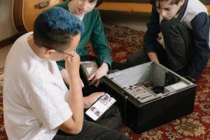 Bríndale las oportunidades de desarrollarse profesionalmente a tus hijos con trabajos y actividades extraescolares del futuro