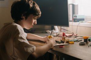 Los niños consiguen la mejor manera de desarrollarse tecnológicamente con extraescolares, Arduino y robótica educativa