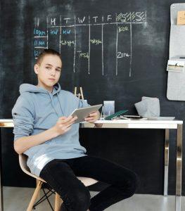 ¿Necesitas ayudar a tus hijos en la educación desde casa? Tenemos 4 consejos que facilitarán aplicar el aprendizaje STEAM desde casa
