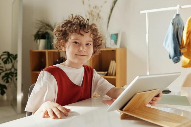 Las TIC en aulas extraescolares para mejorar la educación de los niños